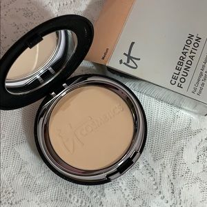 It Cosmetics celebration foundation, medium, New